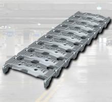 - 압축하중에 대한 저항이 우수한 주철(FCD450)로 제작한트렌치커버- 차량통과시 소음발생이 적다.- 제품유닛간 볼트체결로 연결하여 손쉽게 설치가 가능- 아연도금처리로 내구성 및 제품수명이 우수함- 소음발생이 적기 때문에 주거공간에 사용- 내구성 및 내하중이 높아 공장에 사용가능